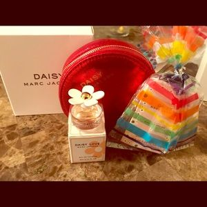 Marc Jacob coin purse with fragrance samples